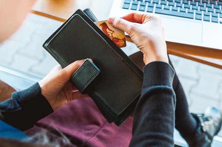 Чем сложнее оформить кредитную карту - тем выгоднее для вас условия