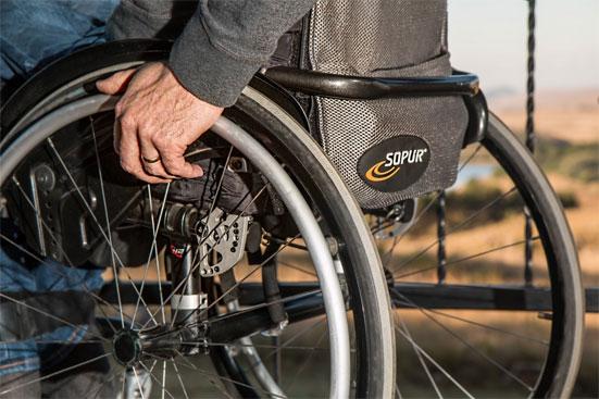 Надбавка инвалидам к пенсии - какие доплаты положены в 2018 году и за что