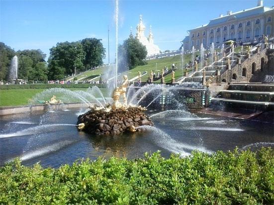 Осенний праздник фонтанов в Петергофе в 2020 году
