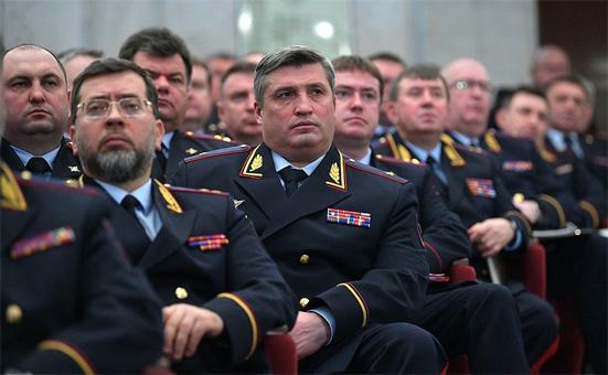 Повышение зарплаты сотрудникам полиции в 2020 году в России - последние новости