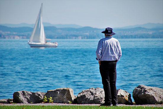 О компенсациях работающим пенсионерам