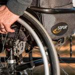 Социальные выплаты инвалидам, ветеранам и прочим льготникам поднимут почти на 5% с 1 февраля. Кого затронет повышение?
