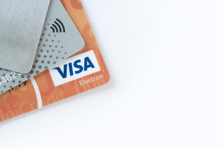 Чем неименная банковская карта отличается от обычной
