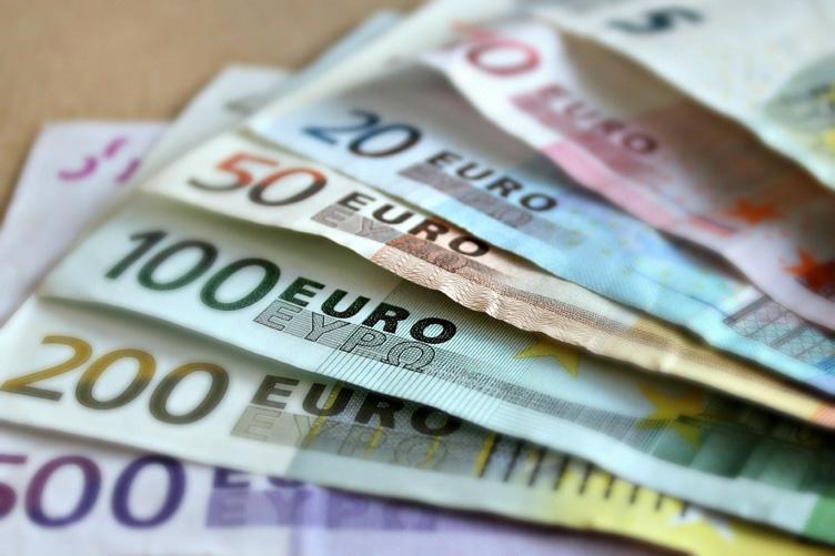 Прогноз курса евро на май 2021 года