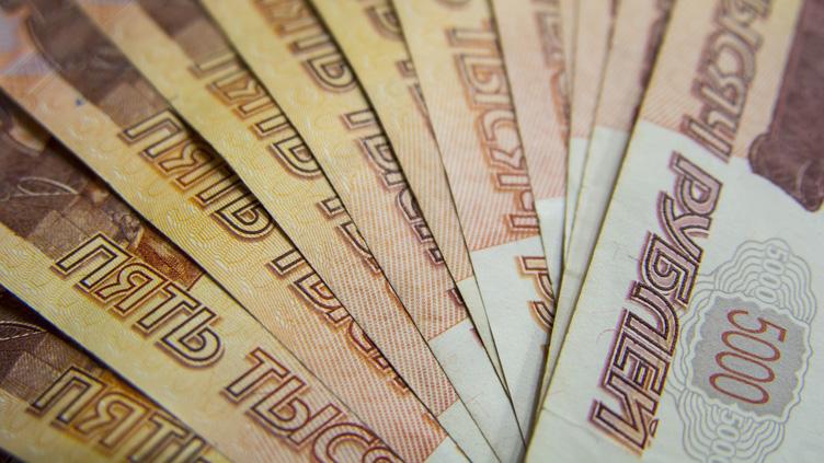 В России предлагают ввести безусловный доход в 10000 рублей