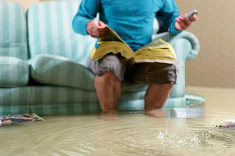 Затопили соседей снизу: что делать, как оценить ущерб